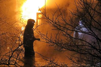 «Мужчина погиб». Подробности пожара в бане в Смоленском районе