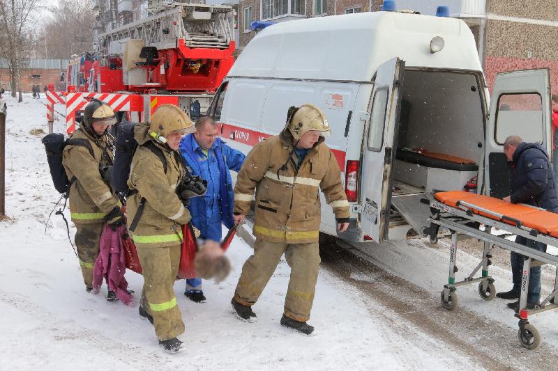 «Спасли хозяйку и котика». Женщина госпитализирована после пожара в Смоленске