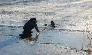 Смолянам напоминают о правилах безопасности на льду водоемов