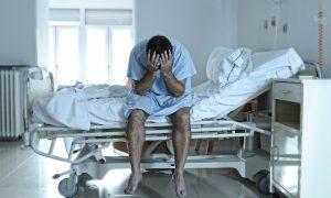Смолянин лишился 76 тысяч, пока лежал в больнице