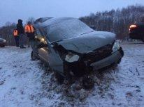 «Двух человек увезла скорая». На трассе М1 в Смоленской области произошло жесткое ДТП с участием трех авто