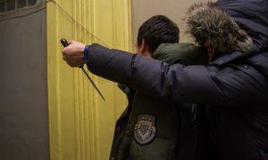 «Три удара ножом в живот». В Смоленске задержали опасного разбойника