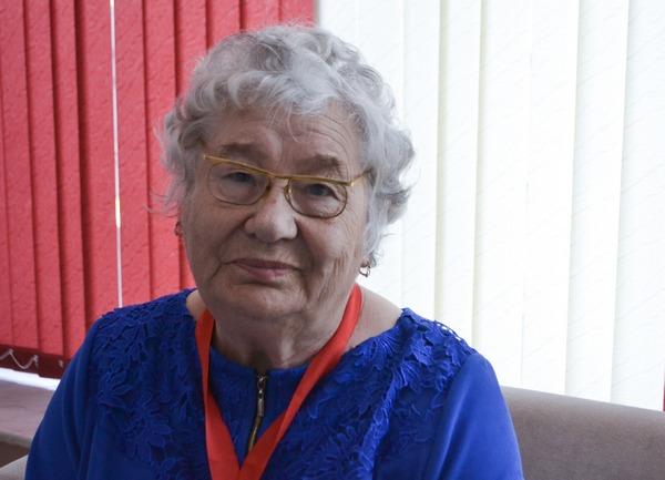 В Смоленске с 80-летием поздравили бывшую малолетнюю узницу фашистских концлагерей