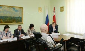 Алексей Островский пообещал помочь смолянину с ДЦП