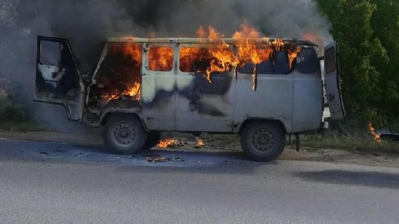 В Смоленской области в горящей машине пострадал человек