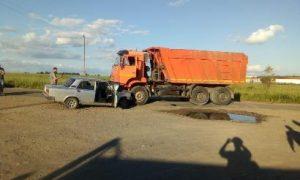 Стали известны подробности жесткой аварии с КАМАЗом под Смоленском