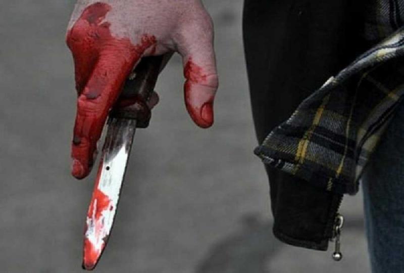 В Смоленске мужчина порезал двух человек