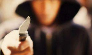 В центре Смоленска незнакомец вонзил нож в шею молодого человека
