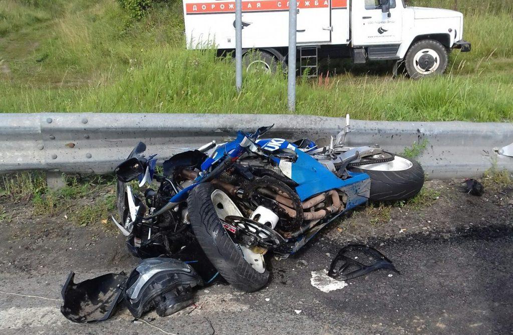 Под Смоленском ГИБДД определило виновника жёсткой аварии с мотоциклом на М1