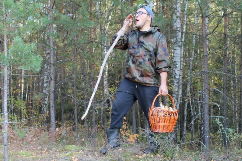 Смоленские поисковики вывели из леса пятерых потерявшихся человек