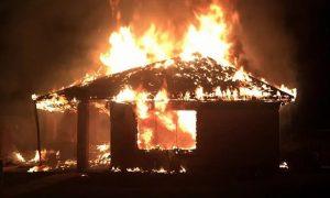 Стали известны подробности спасения пенсионера из горящего дома