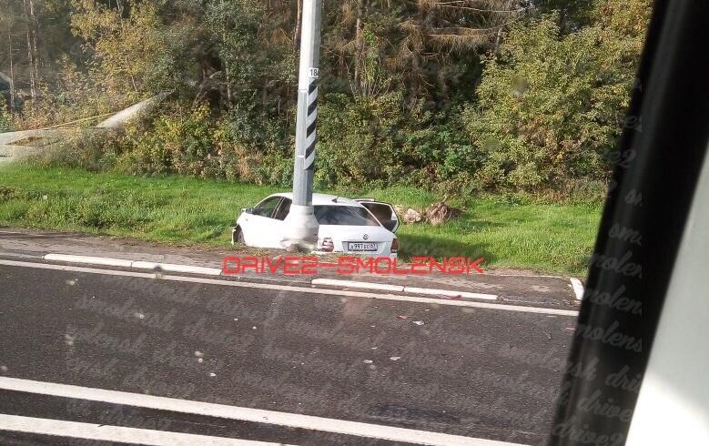 «Машина в кювете». В Смоленске произошло серьезное ДТП