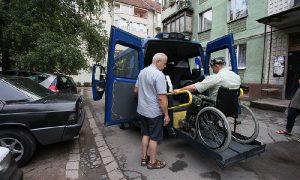 Алексей Островский поручил помочь смоленским инвалидам сохранить рабочие места