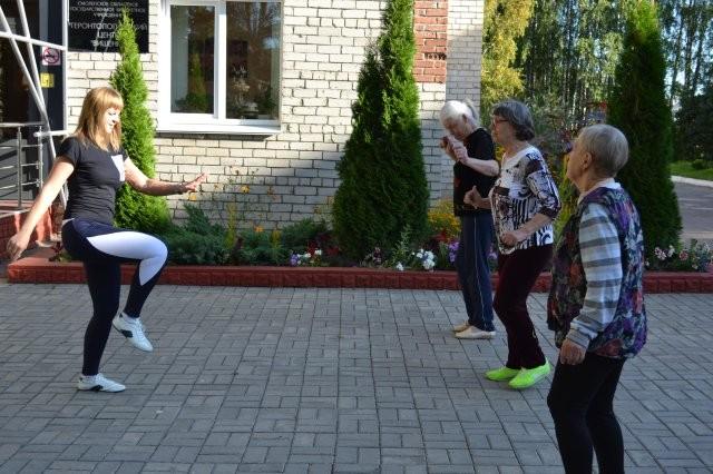 Смоленских пенсионеров и инвалидов будут лечить… танцами