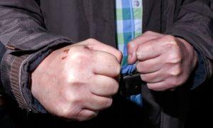 В Смоленской области неадекват избил медиков «скорой» и полицейского