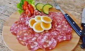 В Смоленскую область собирались привезти колбасу с опасным вирусом
