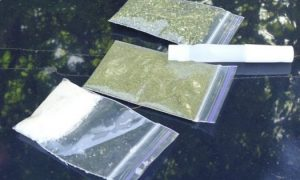 В смоленском райцентре пассажир авто «спалился» с наркотиками