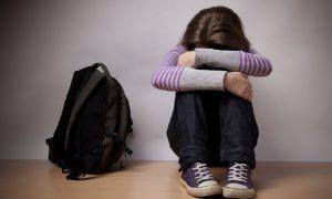 В Смоленской области неизвестный избил 7-летнюю девочку