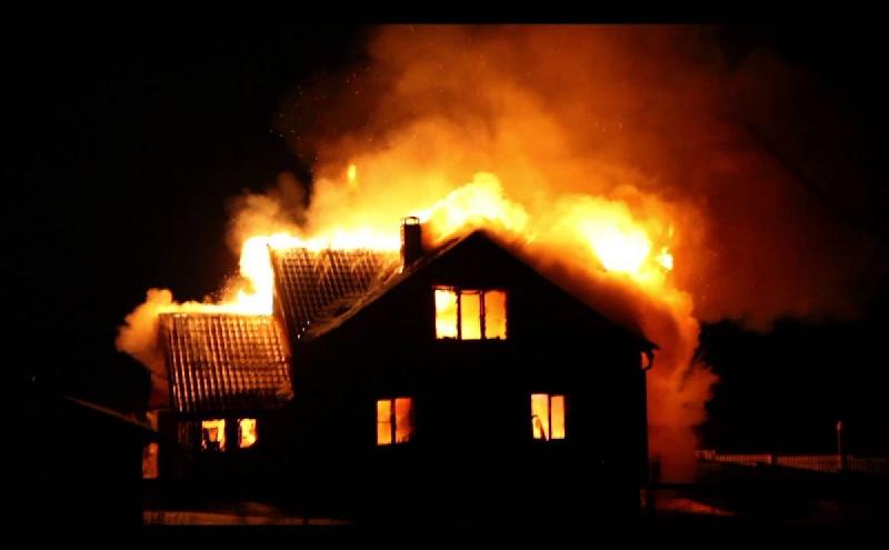 В Смоленской области пламя оставило жителей без крова