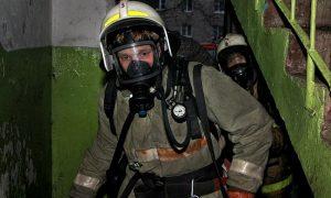 «Двоих спасли, 19 эвакуировали, 1 погиб». Подробности страшного пожара в Смоленске