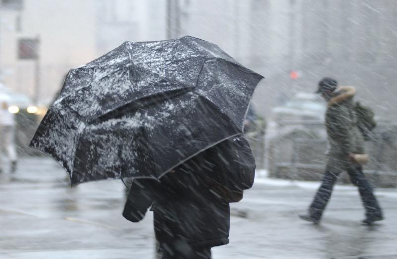«Морось, гололед, снег на проводах». На Смоленщину надвигается мощный циклон