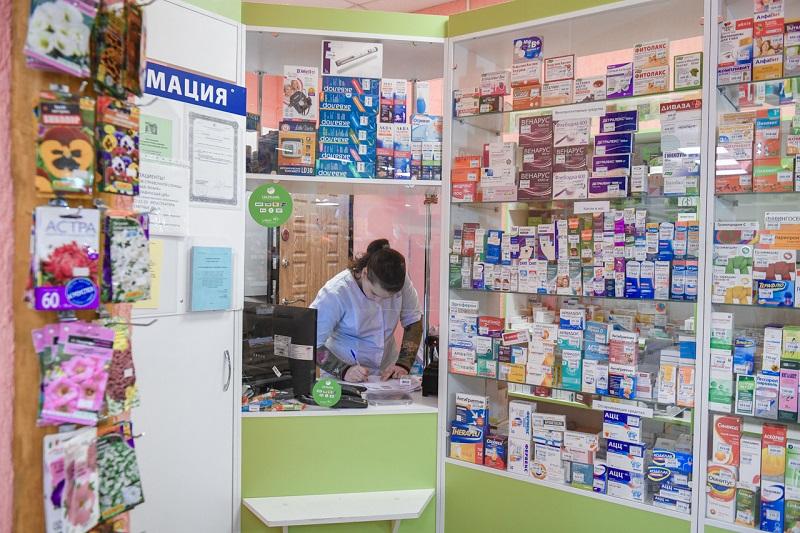 Губернатор внепланово проверил наличие лекарств в аптеке в смоленской глубинке