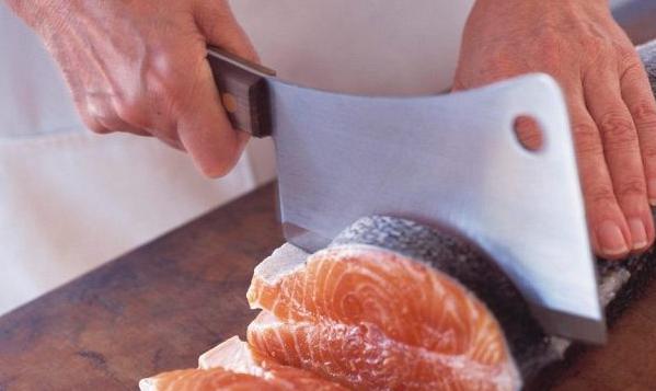 Жирная рыба защитит организм от вредного воздействия фастфуда