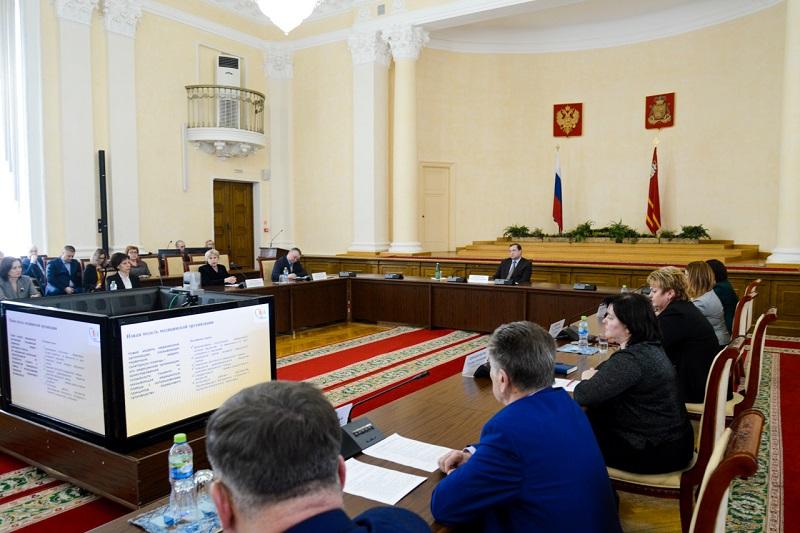 Алексей Островский рассказал, что мешает эффективному развитию смоленского здравоохранения
