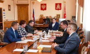 Алексей Островский поручил главам районов контролировать цены на лекарства