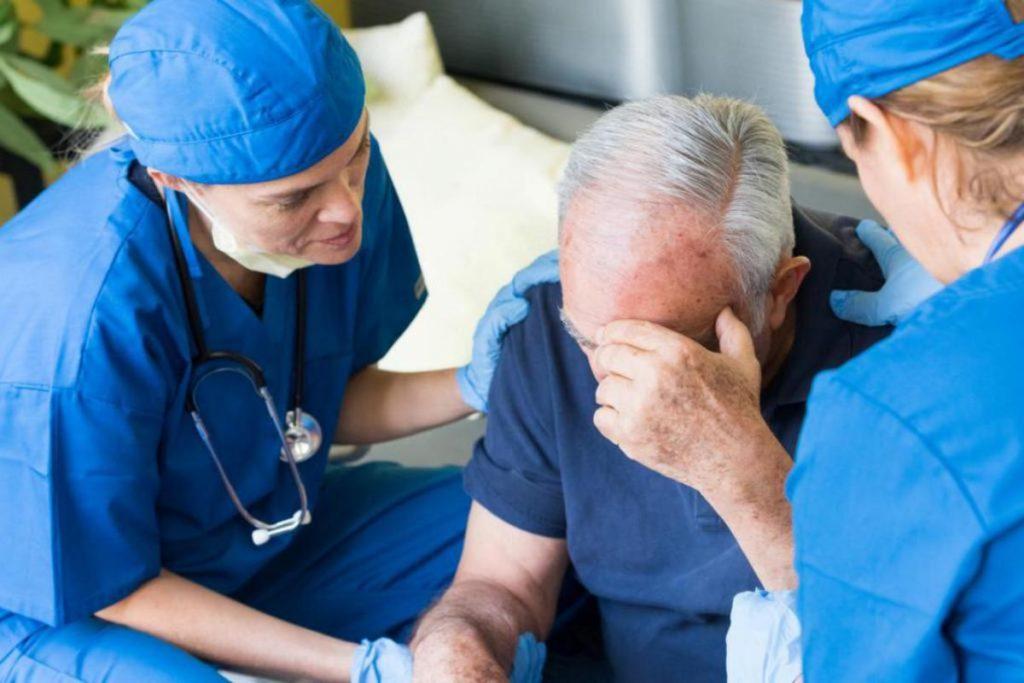 Признаки инсульта и как попасть в стационар?