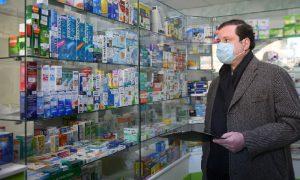 Глава Смоленской области проверил аптеку и магазин в Гагарине