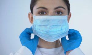Алексей Островский предложил награждать медиков за борьбу с коронавирусом