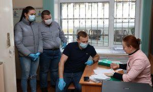 Волонтеры начали доставлять смолянам льготные лекарства