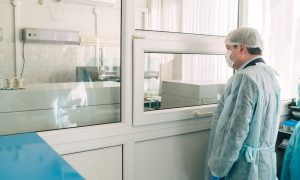 В больницах Смоленской области увеличат число коек для больных коронавирусом