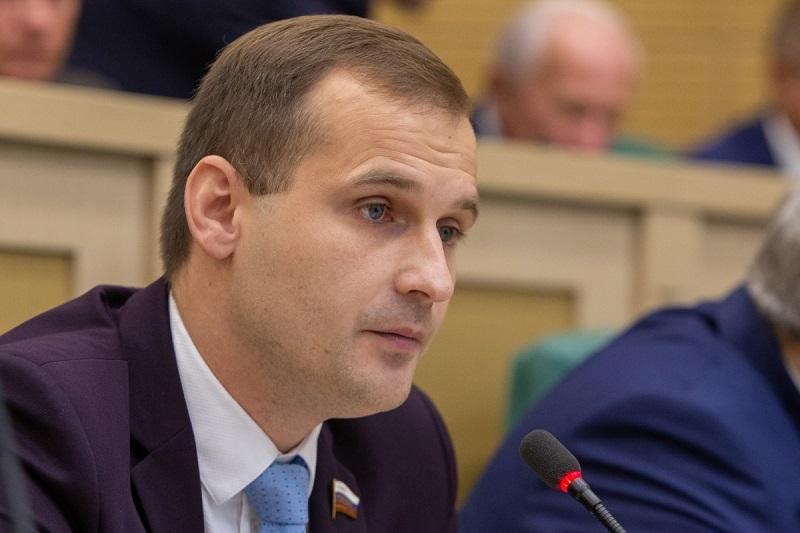Смоленский сенатор призвал не мешать работать медикам, борющимся с COVID-19