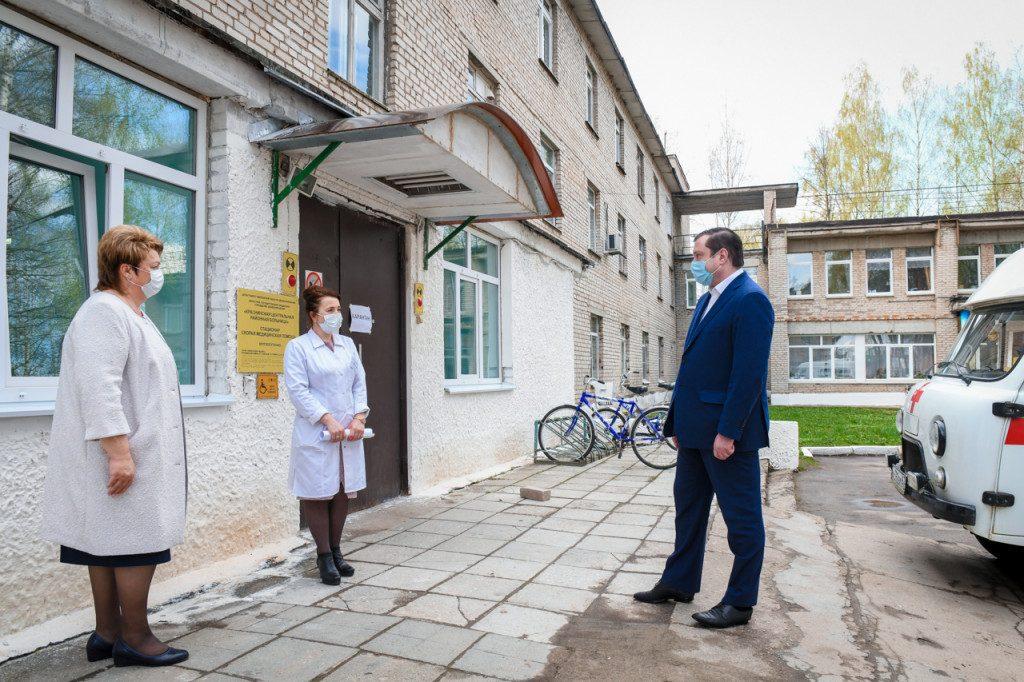 Алексей Островский проинспектировал работу отделения скорой помощи в Красном