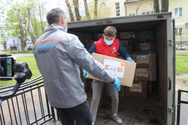 Участники акции #МыВместе передали смоленский инфекционный госпиталь 39 коробок со средствами защиты