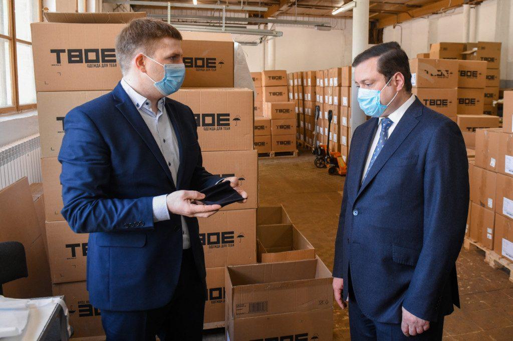 Смоленский «Шарм» наладил пошив костюмов для защиты медиков от коронавируса