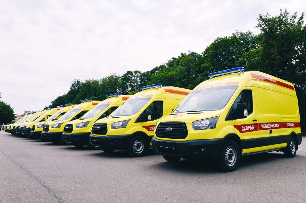 В Смоленской области больницы получили новые реанимобили