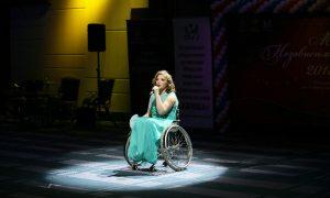 «В инвалидном кресле на подиум». Смолянка участвует в особенном конкурсе красоты
