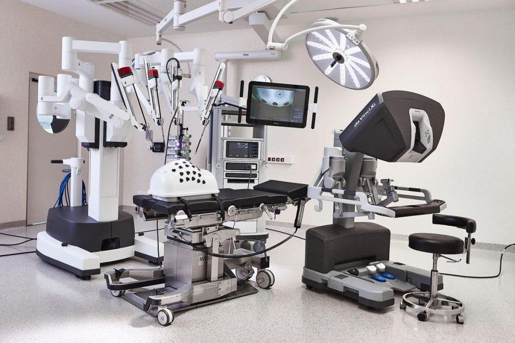 У робота-хирурга Da Vinci появятся младшие «братья»