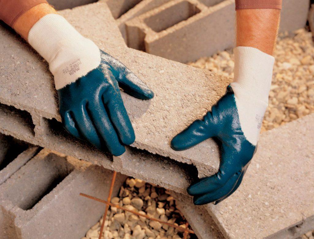 Как защитить руки во время работы