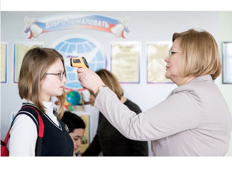 Губернатор потребовал соблюдать противоэпидемиологические меры в смоленских школах