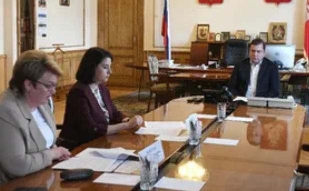Жалобы и обращения смоленских медиков обсудили в администрации региона