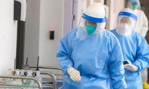 Правительство продлило стимулирующие выплаты медикам