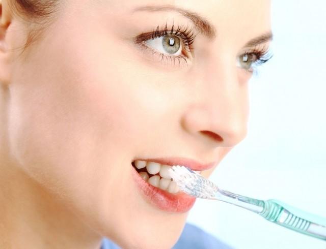 8 ошибок при чистке зубов, которые совершают почти все
