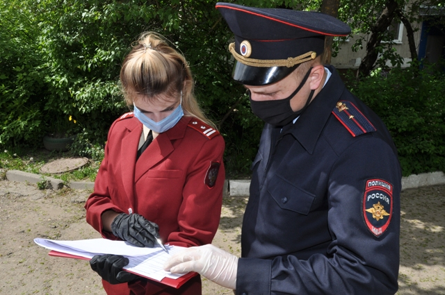 В Смоленске за соблюдением масочного режима следят более 100 полицейских и сотрудников Росгвардии