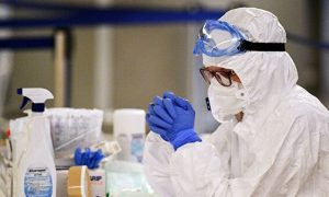 Для смоленских медиков-борцов с коронавирусом предусмотрели повышенные отпускные