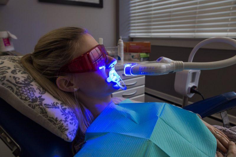 Какой эффект стоит ожидать от лазерного отбеливания зубов