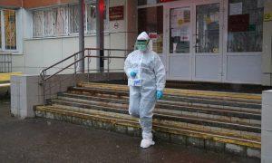 Волонтеры помогают доставлять больным коронавирусом смолянам бесплатные лекарства